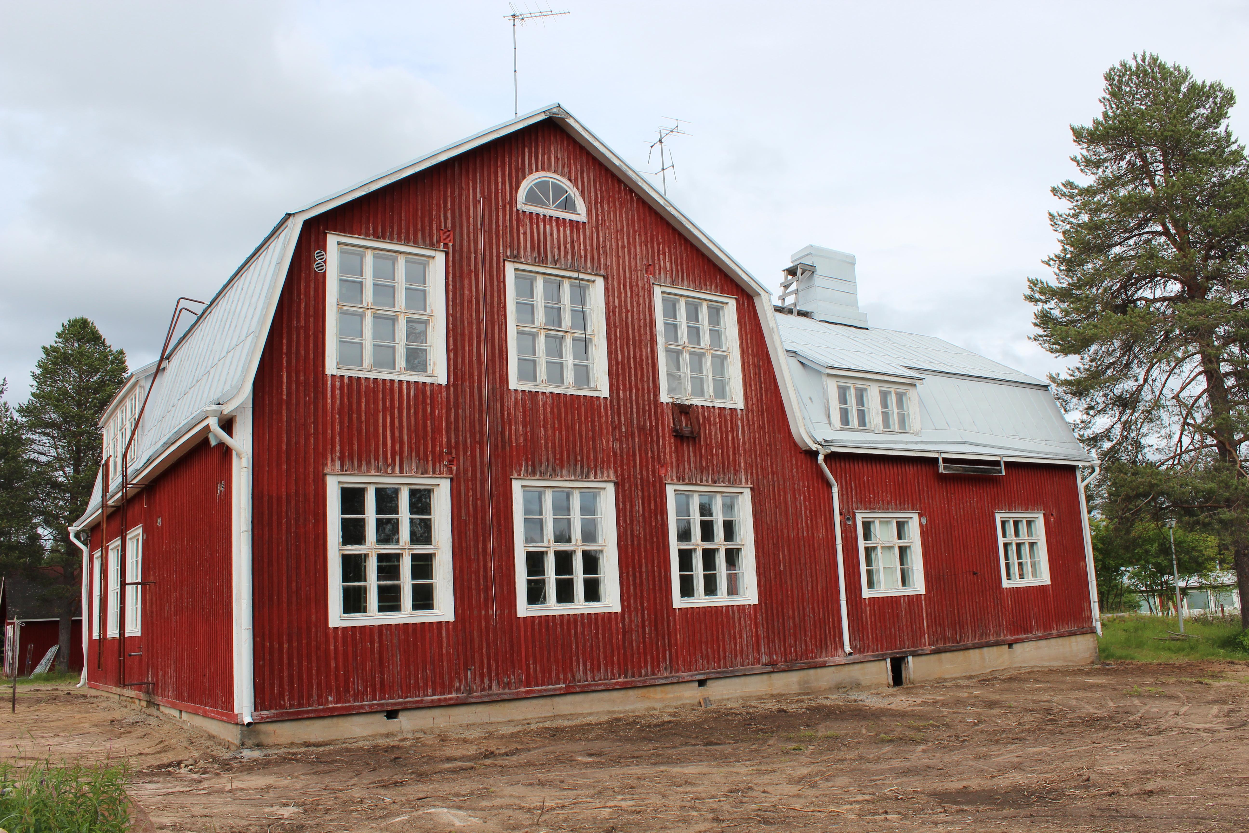 Tapionniemen koulu tarjoaa monipuoliset tilat kyläseuran toiminnalle.