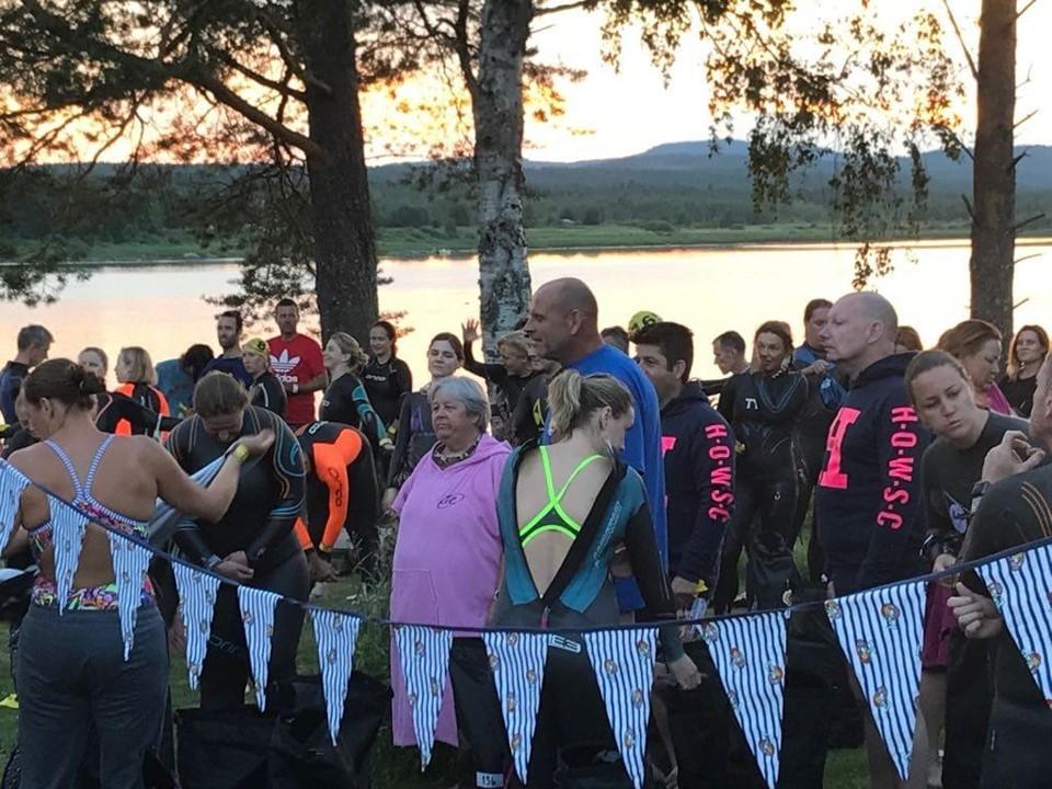 Yleisö Swim the Arctic Circle -tapahtumassa.