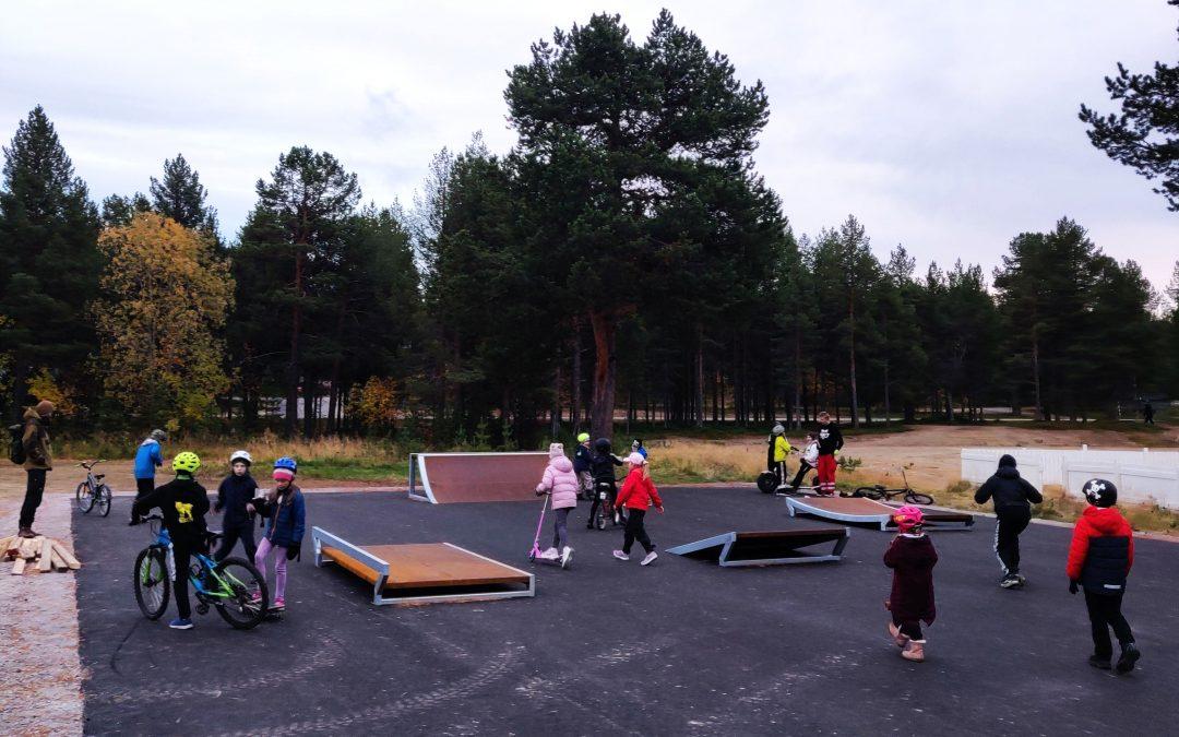 Skeittiparkki rakennettiin hanketuella Inariin nuorten toiveesta